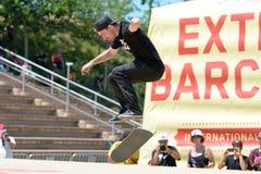 Un patineur professionnel à la concurrence de patinage aux sports extrêmes Barcelone de LKXA Images stock