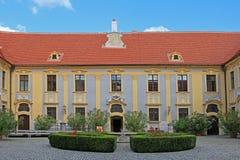 Un patio en la abadía de Durnstein Fotos de archivo libres de regalías