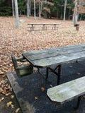 Un patio solo durante otoño imagenes de archivo