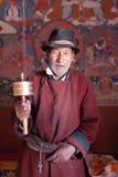Un patito maschio buddista anziano in Leh, Ladakh, India fotografia stock libera da diritti