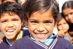Un pauvre écolier indien image stock