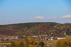 Un paysage d'automne d'une colline image libre de droits