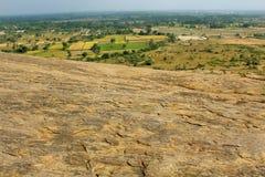 Un paysage indien de village avec la colline vers le bas de sittanavasal Image stock
