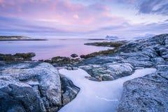 Un paysage marin scénique dans Sommaroy, Norvège Image stock