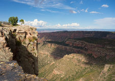 Un paysage montagneux dans le désert images stock