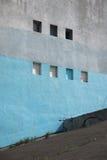 Un pedazo de paredes enyesadas, azul cielo Fotos de archivo libres de regalías