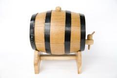 Un pequeño barril con la cerveza Fotos de archivo libres de regalías