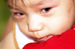 Un pequeño bebé triste Imágenes de archivo libres de regalías