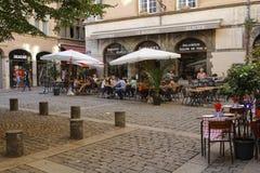 Un pequeño cuadrado en Vieux Lyon foto de archivo libre de regalías