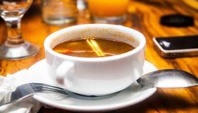 Un pequeño cuenco de sopa picante Imagen de archivo libre de regalías