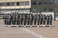 Un pequeño desfile militar en Helsinki, Finlandia foto de archivo libre de regalías