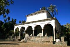 Un pequeño edificio en el palacio del Alcazar Foto de archivo libre de regalías