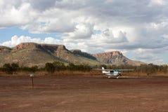 Un pequeño llano ligero parqueó en el Kimberley, Australia occidental imagen de archivo