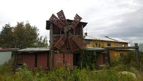 Un pequeño molino abandonado de madera viejo Imagen de archivo libre de regalías
