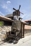 Un pequeño molino de madera en la azotea Foto de archivo libre de regalías