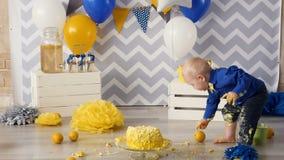 Un pequeño muchacho hizo lío en un cuarto durante fiesta de cumpleaños