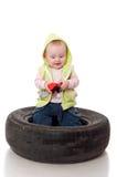 Un pequeño niño con un juguete en la tapa Fotos de archivo libres de regalías