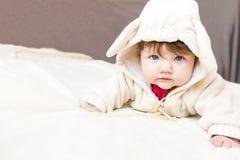 Un pequeño niño hermoso en el traje del animal Fotos de archivo