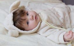 Un pequeño niño hermoso en el traje del animal Imagen de archivo libre de regalías