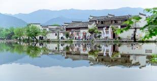 Un pequeño pueblo en el soporte Huangshan, China, se llama Hongcun, apenas como la belleza de la pintura de paisaje imagenes de archivo