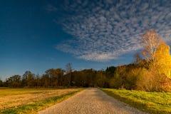 Un percorso al Murnauer Moos alla notte immagine stock libera da diritti