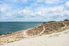 Un percorso alla duna di Nida allo sputo di Curonian Immagini Stock