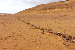Un percorso di pietra nel deserto immagine stock libera da diritti