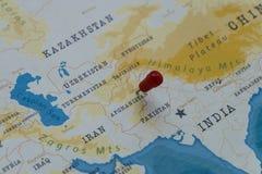 Un perno en Kabul, Afganistán en el mapa del mundo foto de archivo
