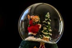 Un perro bajo la forma de Santa Claus foto de archivo libre de regalías