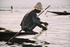 Un pescador en el lago Inle Fotos de archivo libres de regalías