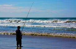 Un pescador en el océano meridional Fotografía de archivo