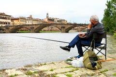 Un pescador en Florencia Fotos de archivo libres de regalías