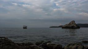 Un pescador solitario fotografía de archivo