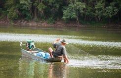 Un pescatore locale in Tailandia Fotografie Stock Libere da Diritti