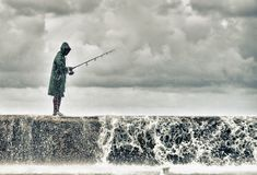 Un pescatore nel malecon di Avana Fotografia Stock