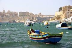 Un peschereccio in grande porto, Malta Fotografia Stock Libera da Diritti