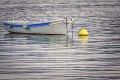 Un petit bateau photographie stock