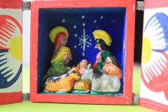 Un petit Betlehem sous l'arbre de Noël photo libre de droits