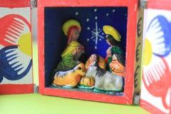 Un petit Betlehem sous l'arbre de Noël photographie stock