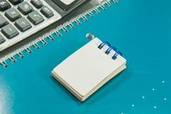 Un petit cahier blanc Images stock
