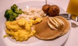 Un petit déjeuner occidental avec un contact japonais image libre de droits