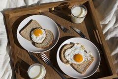Un petit déjeuner sur un plateau Photographie stock