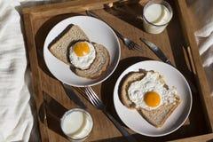 Un petit déjeuner sur un plateau Photo libre de droits