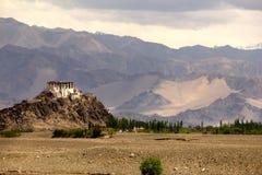 Un petit monastère près de ville de Leh Photo stock
