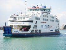 Le petit pain de Wightlink tombent dessus le car-ferry image libre de droits