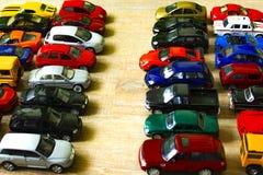 Un petit parc avec les modèles des enfants des voitures photographie stock libre de droits