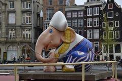 Un petit point de repère d'Amsterdam Un éléphant de silhouette sur un coucher du soleil de fond image stock