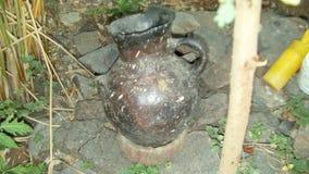 """Un petit pot utilisé pour fermenter la bière éthiopienne traditionnelle - ella de t """" images stock"""