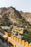 Un petit règlement indien traditionnel près d'Amer Fort Photo libre de droits