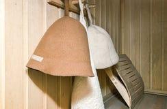 Un petit sauna avec les murs en bois Image stock